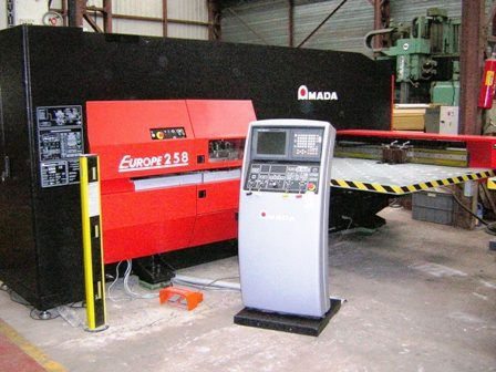 POINCONNEUSE CNC AMADA EUROPE 258  - 20 ton - 1250 x 2000 mm