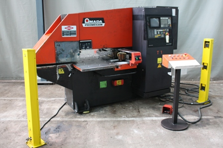 POINCONNEUSE CNC AMADA ARIES 222  - 20 ton - 600 x 600 mm