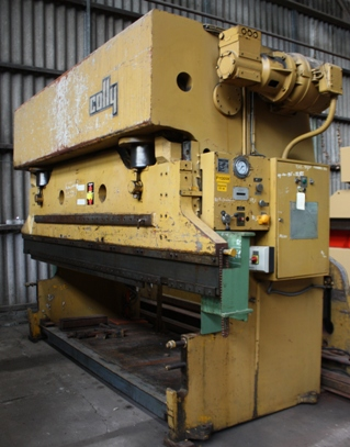 PRESSE PLIEUSE&nbsp;COLLY&nbsp;240&nbsp;Tonnes&nbsp;x&nbsp;4000&nbsp;mm&nbsp;&nbsp;